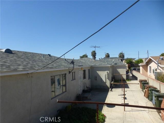 11142 S Mariposa Avenue, Los Angeles CA: http://media.crmls.org/medias/f54c1d05-e54b-445b-889f-05751d5d9b54.jpg