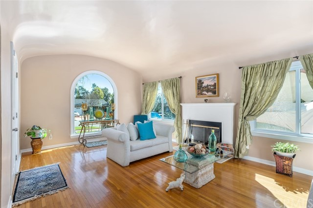 Detail Gallery Image 1 of 1 For 1413 Valencia Ave, Pasadena, CA 91104 - 3 Beds | 2 Baths