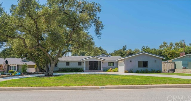 179 Catherine Park Drive, Glendora CA: http://media.crmls.org/medias/f568df90-9fea-4ee7-9f91-e3b075f39bd9.jpg