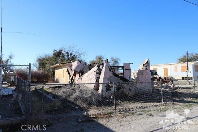 212 Thermal Avenue, Salton Sea Beach CA: http://media.crmls.org/medias/f57aef0f-7ccb-4a06-be53-4bb2f4931b0e.jpg