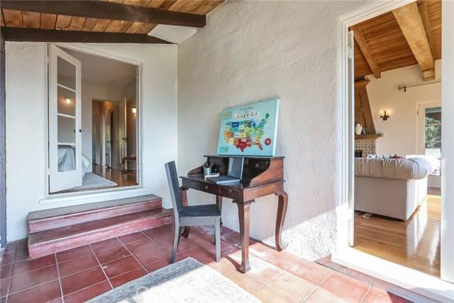 1661 La Cresta Drive, Pasadena CA: http://media.crmls.org/medias/f5878b07-3df6-4fae-a07a-e0813364b564.jpg