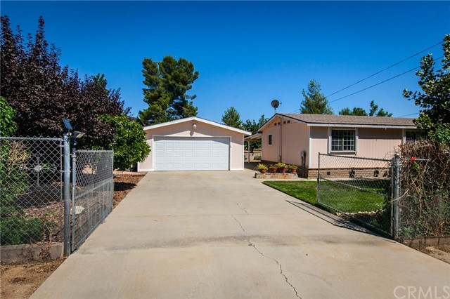 10280 Winesap Avenue, Cherry Valley CA: http://media.crmls.org/medias/f5a37fe4-27a1-43bf-ad28-4381ef227913.jpg