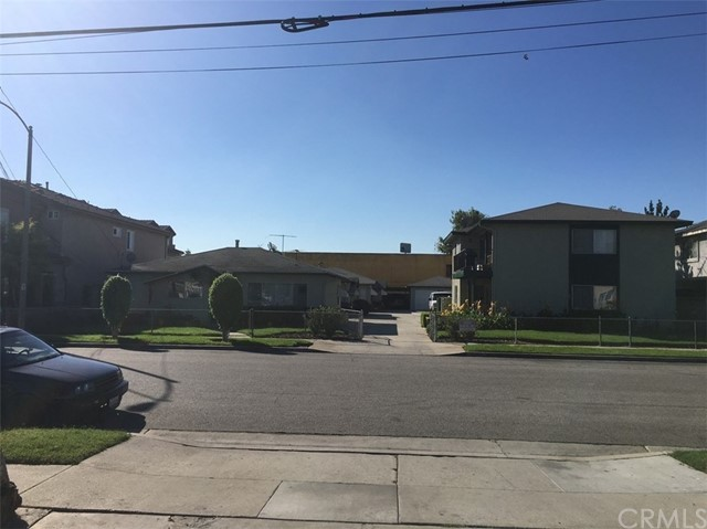 Single Family for Sale at 11722 216th Street Lakewood, California 90715 United States