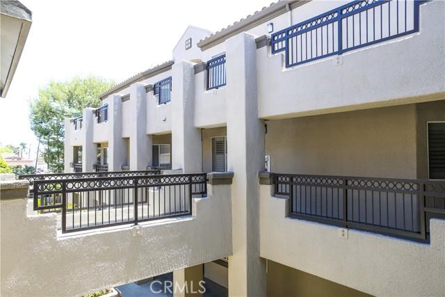 410 Lake Street, Huntington Beach CA: http://media.crmls.org/medias/f5c4abfb-4fb8-4bf4-bed2-aed69768d4de.jpg