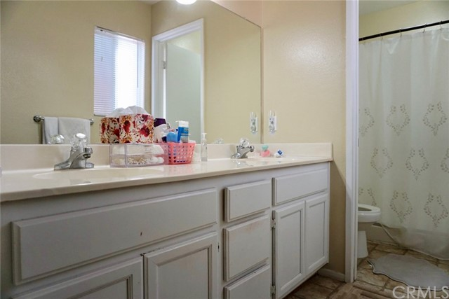 13002 Haverford Court, Victorville CA: http://media.crmls.org/medias/f5c5e5ab-c38c-479f-bfb7-0f138cf3df58.jpg