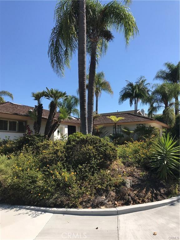 900 Chestnut Place, Newport Beach CA: http://media.crmls.org/medias/f5c91d11-addb-43f1-86d8-a744d673f200.jpg