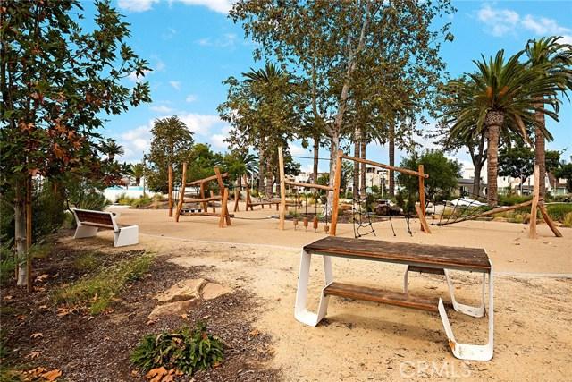 168 Follyhatch, Irvine CA: http://media.crmls.org/medias/f5de0270-4a30-4a3c-ada7-369174d69ad0.jpg