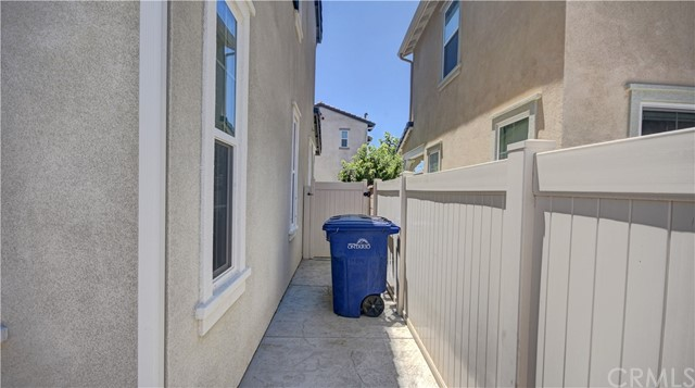 3177 E Chip Smith Way, Ontario CA: http://media.crmls.org/medias/f5f3e8db-a7df-48d4-aefc-11c880a6c14e.jpg