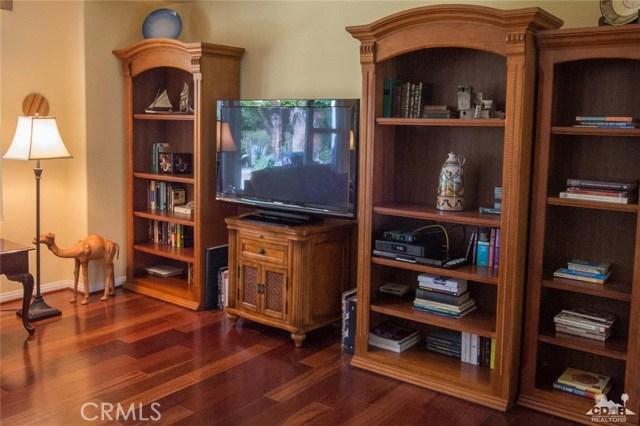 81302 Stone Crop Lane, La Quinta CA: http://media.crmls.org/medias/f6124cf1-ea0e-4377-b498-19a1a0357a04.jpg