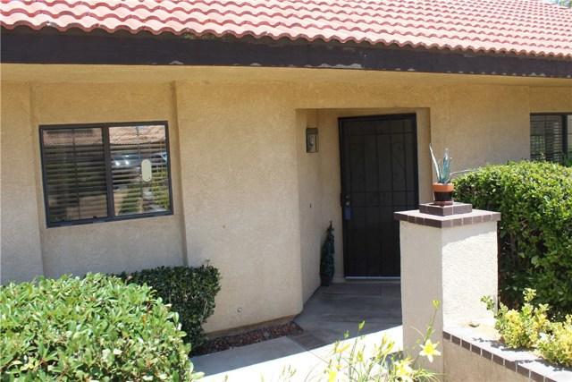 11591 Ash Street, Apple Valley CA: http://media.crmls.org/medias/f61d7591-4590-4666-8ca3-30821a3ceaea.jpg