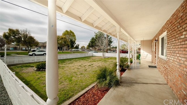 41598 Mayberry Avenue, Hemet CA: http://media.crmls.org/medias/f62872cd-8195-4bd1-a7c4-17194356093f.jpg