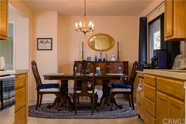 43071 Country Club Drive, Oakhurst CA: http://media.crmls.org/medias/f628d7ee-f50f-4e60-87aa-7edf6d8b7f9c.jpg