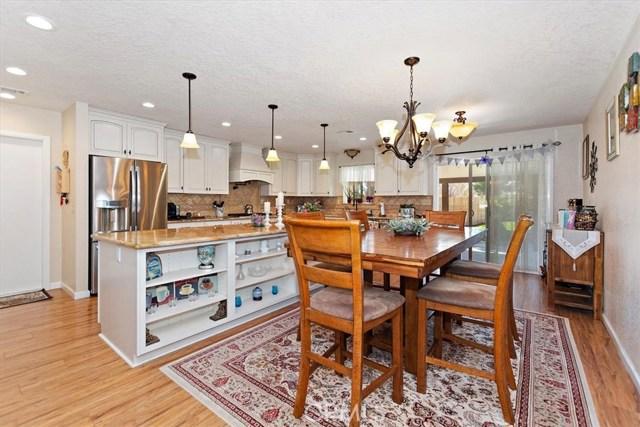 22211 Mohican Avenue, Apple Valley CA: http://media.crmls.org/medias/f636b56f-1505-49a7-bf8f-4ec25c1d219c.jpg