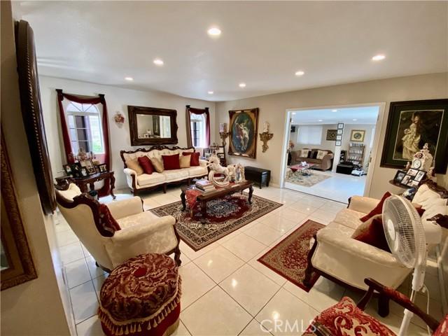 2655 W Sereno Place, Anaheim CA: http://media.crmls.org/medias/f6384f99-89e0-4eba-945e-3629a06fd1e7.jpg