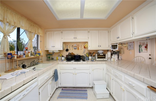 4655 Song Lane, Santa Maria CA: http://media.crmls.org/medias/f63f8ba1-b64e-4bc4-bb96-03cc33503a1a.jpg