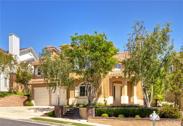 Single Family Home for Sale at 23262 Castle Rock St Mission Viejo, California 92692 United States