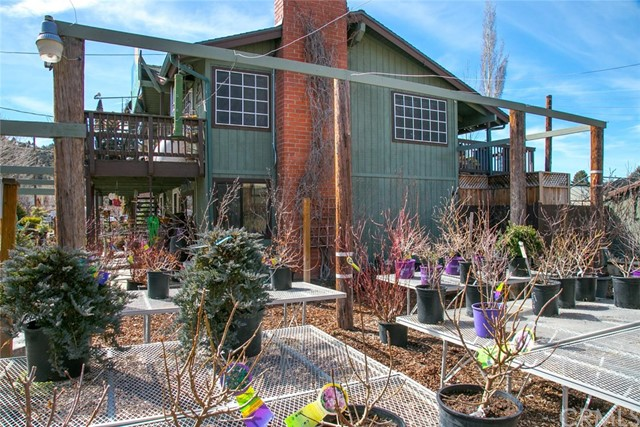 独户住宅 为 销售 在 317 Lakewood Drive Frazier Park, 93225 美国