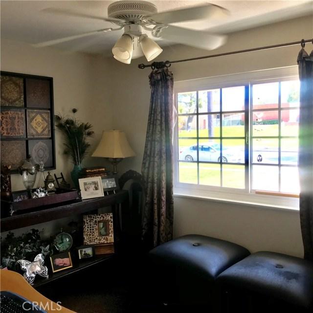 1011 W Citron Street, Corona CA: http://media.crmls.org/medias/f69cd156-0eee-48a3-b2f8-701637ca0470.jpg