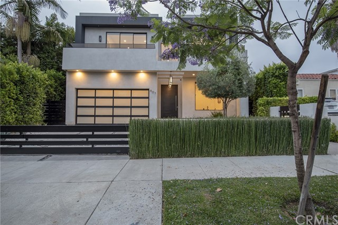 607 N Curson Avenue, Los Angeles CA: http://media.crmls.org/medias/f6b618a1-4c3c-4899-858d-60f44ff8bf11.jpg