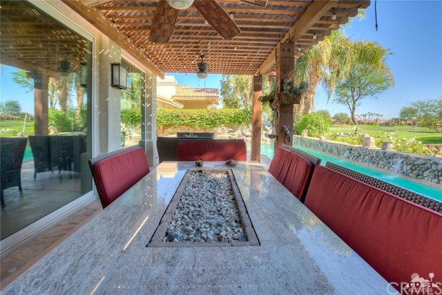 54015 Southern Hills, La Quinta CA: http://media.crmls.org/medias/f6e6de16-3e83-478e-8ebd-2d47891033c3.jpg