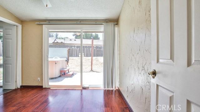 8944 Haskell Street, Riverside CA: http://media.crmls.org/medias/f73b0931-47e9-47d0-8ed5-24dfb0974fa4.jpg