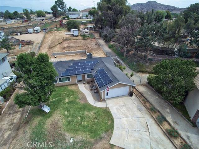 1477 Hilltop Lane, Norco CA: http://media.crmls.org/medias/f7433669-2d96-4605-9717-51a3c2de504b.jpg