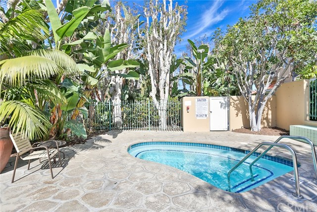19566 Elmridge Lane, Huntington Beach CA: http://media.crmls.org/medias/f74c1272-cdc6-40ba-80a3-f8b8ead4fc83.jpg