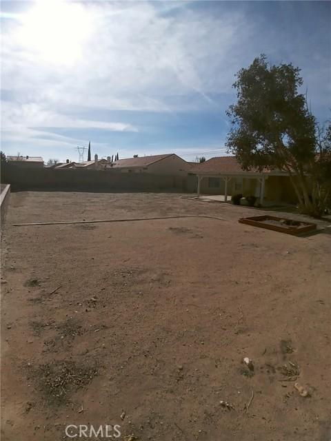 13009 Wrangler Lane, Victorville CA: http://media.crmls.org/medias/f75ca313-a1e1-4df8-9fe6-0ae6294546b0.jpg
