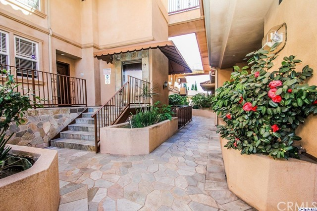 4110 La Crescenta Avenue Unit 110 Glendale, CA 91214 - MLS #: 318000554