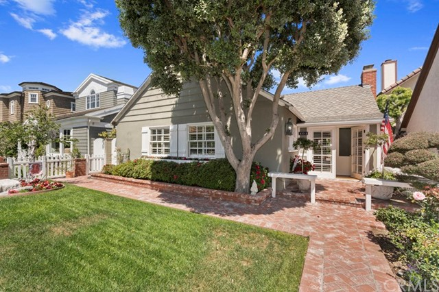 404 Belvue Lane Newport Beach, CA 92661 is listed for sale as MLS Listing NP18116513