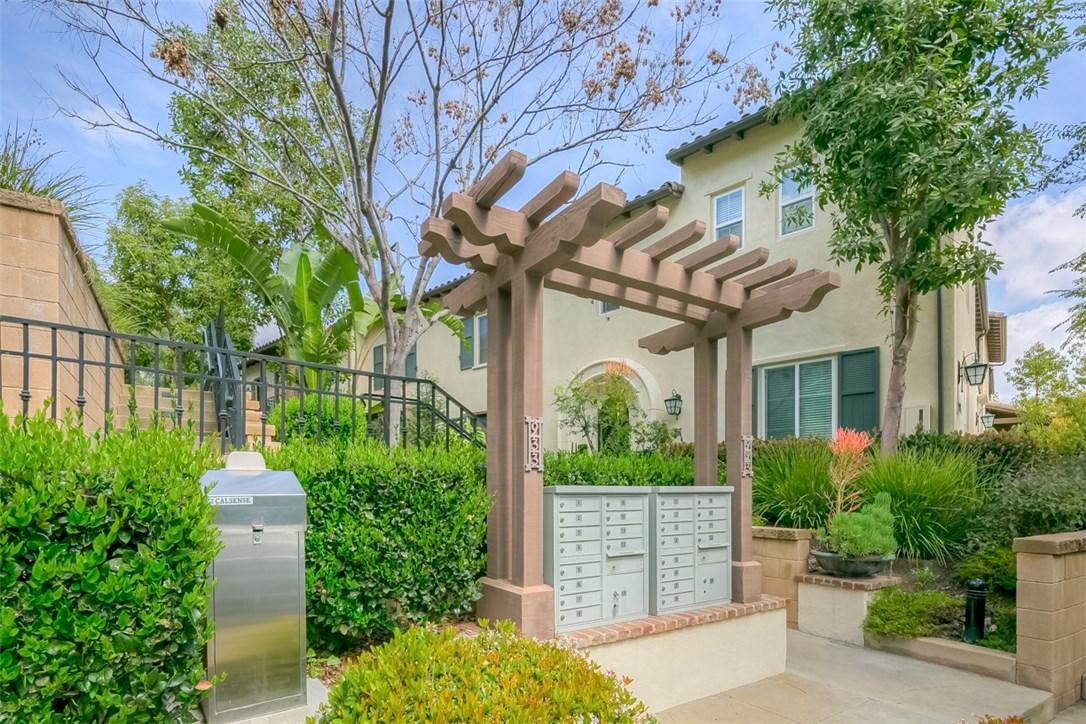 923 Terrace W Lane, Diamond Bar CA: http://media.crmls.org/medias/f7829b0f-f603-48ea-a395-e43db1367bd8.jpg
