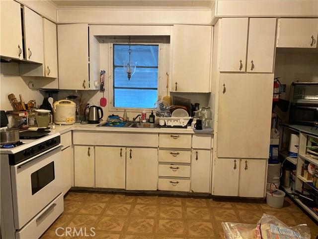 1045 Azusa Ave, Azusa CA: http://media.crmls.org/medias/f80bcbe2-ca8a-4692-9087-5c3315bf39ea.jpg