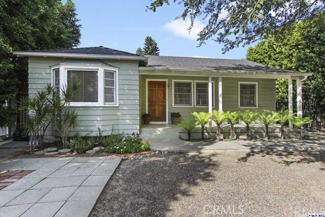 11753 Riverside Drive, Valley Village CA: http://media.crmls.org/medias/f8129398-fa60-4d27-9133-2370e97e2765.jpg