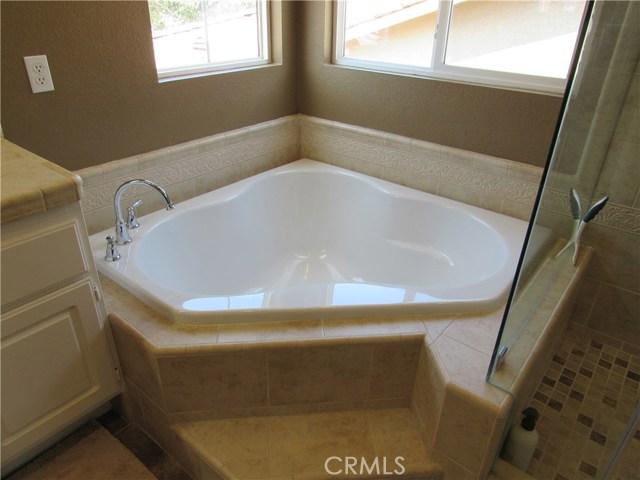 6975 Garden Rose Street, Fontana CA: http://media.crmls.org/medias/f814b443-fc14-4bf1-9e4d-5700cc0e9192.jpg