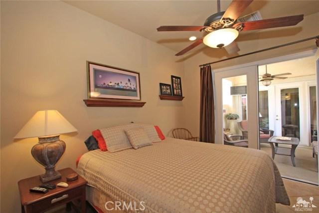 78936 Spirito Court, Palm Desert CA: http://media.crmls.org/medias/f81706c7-29f6-4dad-b9f1-39084ee495b1.jpg