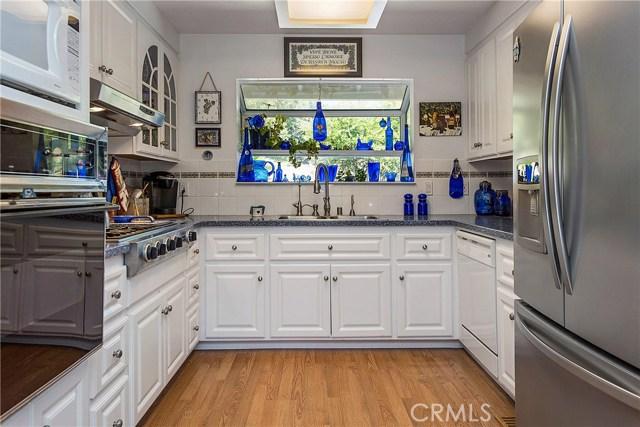 18245 Boxwood Court, Hidden Valley Lake CA: http://media.crmls.org/medias/f8240d6b-812d-403d-9e82-daee4b433c49.jpg