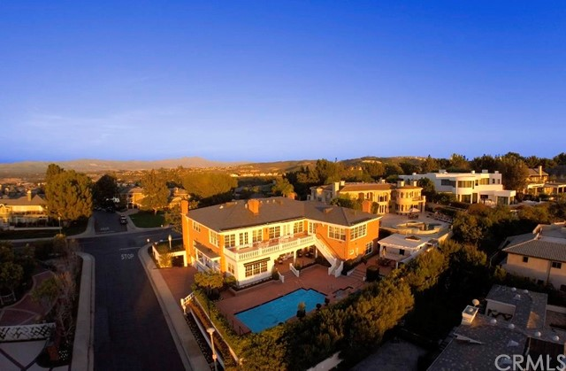 Single Family Home for Sale at 17 Ridgeline St Newport Beach, California 92660 United States