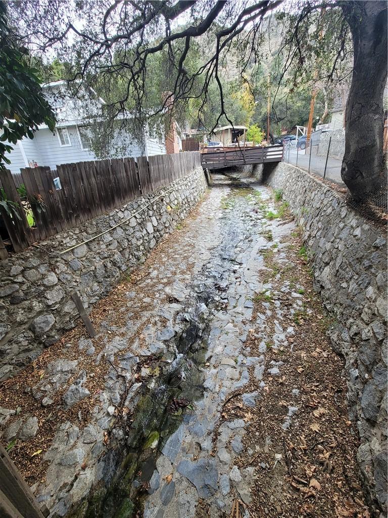 675 Brookside Lane, Sierra Madre CA: http://media.crmls.org/medias/f82fb60b-631d-4cc2-9d3f-918a7d289cb2.jpg