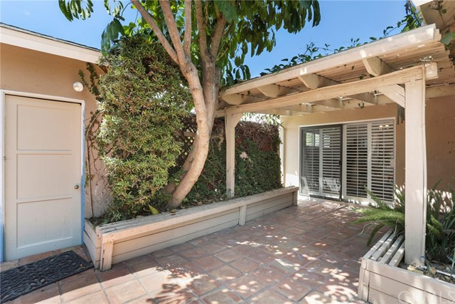 2260 San Vicente Avenue, Long Beach CA: http://media.crmls.org/medias/f8327b58-b28a-4b83-a666-bd8f82b2fdad.jpg