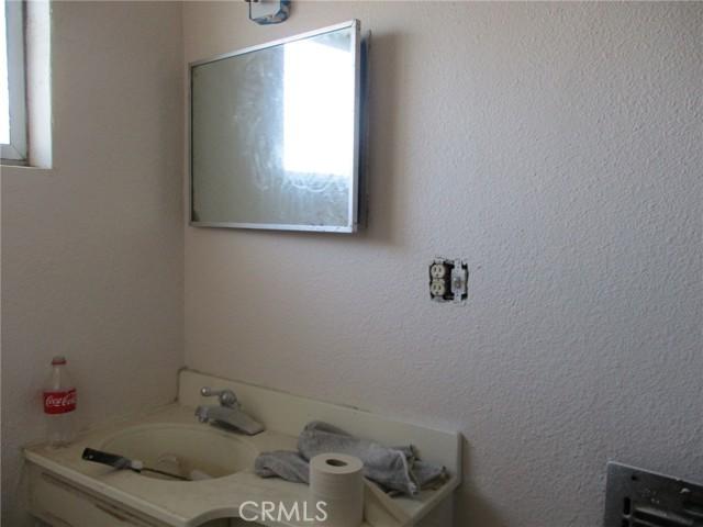 74622 A & B Sunrise Drive, 29 Palms CA: http://media.crmls.org/medias/f836e0d8-2eb6-4f2b-9df5-2487428587b3.jpg