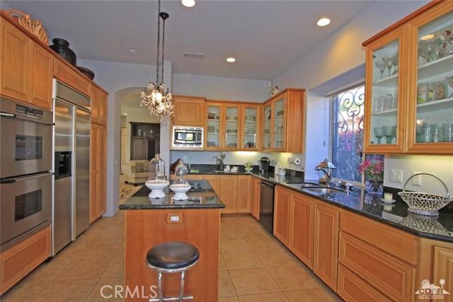 104 Loch Lomond Road, Rancho Mirage CA: http://media.crmls.org/medias/f8380826-a8e8-444a-b136-1e6f695ea3a1.jpg