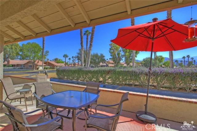 42170 Sand Dune Drive, Palm Desert CA: http://media.crmls.org/medias/f867fe84-cd2c-46bd-834b-a78e0bf61276.jpg