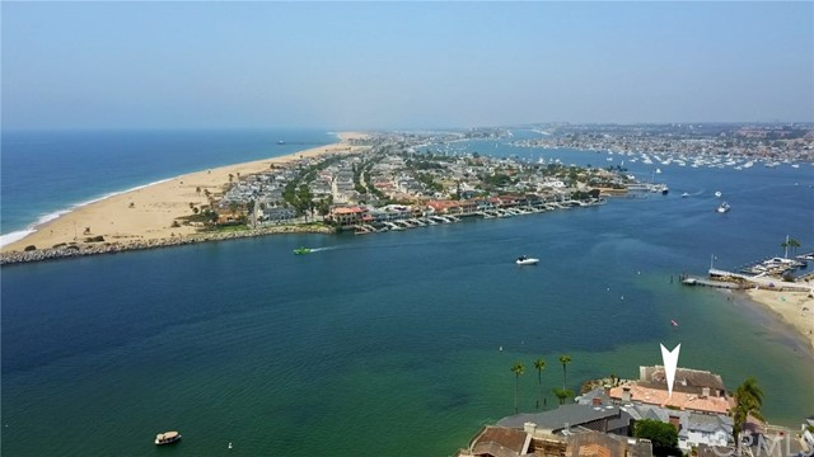 2717 Shell Street, Corona del Mar CA: http://media.crmls.org/medias/f87f8a17-0a2a-4d78-9418-e8f0e7d4cb2f.jpg