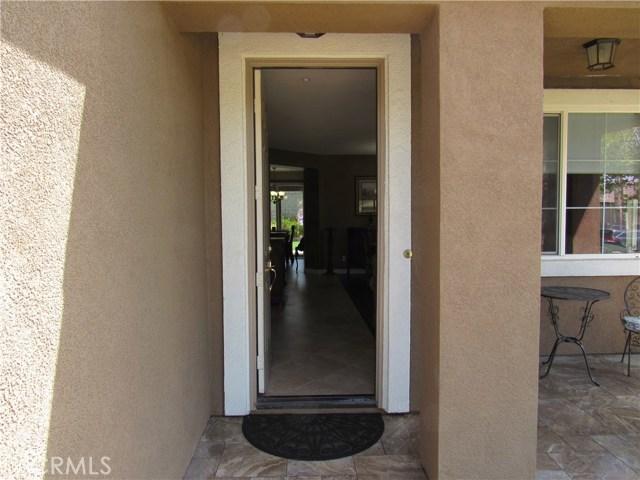 6975 Garden Rose Street, Fontana CA: http://media.crmls.org/medias/f8a8d3d5-0e55-466d-aaf9-40dedee5d855.jpg