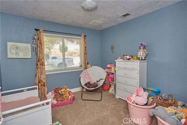 14950 Nokomis Road, Apple Valley CA: http://media.crmls.org/medias/f8b1cb99-2200-4f9b-8a1a-fc88b04e7197.jpg
