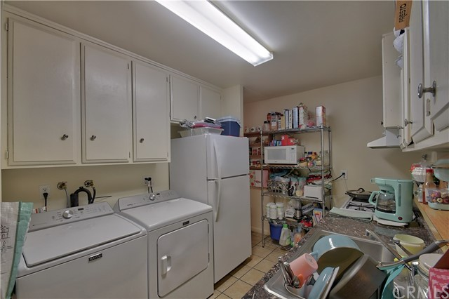 2077 Wallace Avenue, Costa Mesa CA: http://media.crmls.org/medias/f8d47ae4-4712-453b-a2ba-1e76ee7943b9.jpg