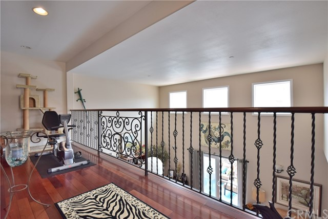 2605 Vanderbilt Lane, Redondo Beach CA: http://media.crmls.org/medias/f8e27635-1c38-475e-b834-16e512b4adb3.jpg