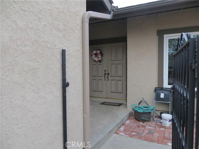 2622 N Tustin Avenue, Santa Ana CA: http://media.crmls.org/medias/f8e6a13f-c699-4bf4-a0b0-223d79fd909d.jpg