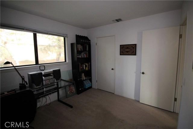 521 Fairway Drive, Redlands CA: http://media.crmls.org/medias/f90ef29f-7b6a-415a-b47e-a2d7a276d663.jpg