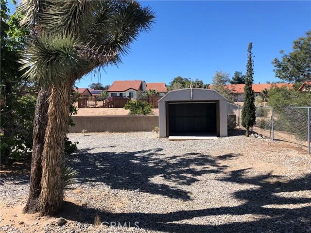 58343 Pueblo Trail, Yucca Valley CA: http://media.crmls.org/medias/f912add1-3293-4b01-b69f-ab30c8eb42a1.jpg